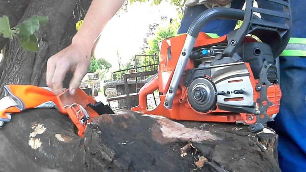 clean a chainsaw
